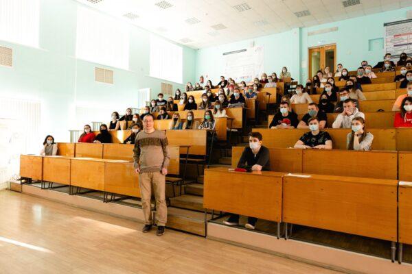Встреча преподавателя языковой студии «Под крышами Парижа» со студентами СФ Финансового университета при Правительстве РФ